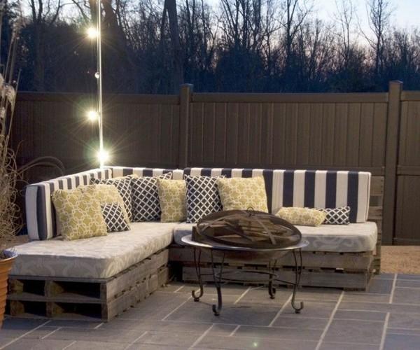 gartenmöbel aus europaletten sofa runder metallener couchtisch