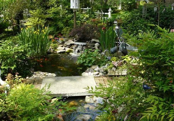 Gartenteich anlegen ideen f r eine kreative gartengestaltung for Gartenteich anlegen pflanzen