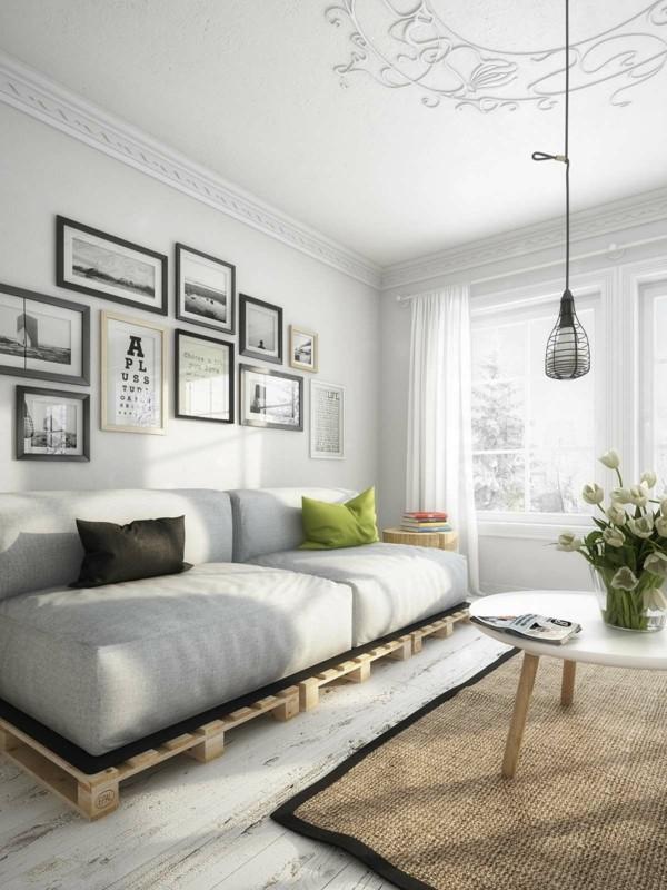 gepolstertes palettensofa im wohnzimmer sisalteppich pendelleuchte
