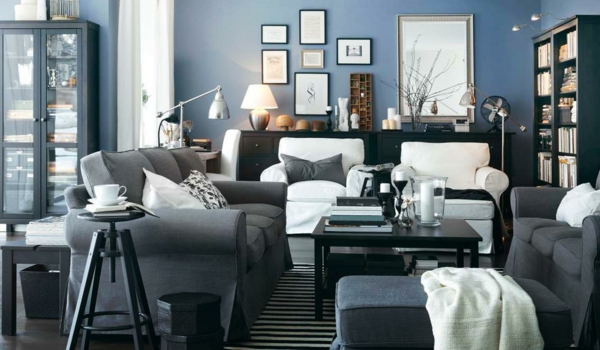 Wohnzimmerwand ideen blau  Wandfarbe Taubenblau - Wandgestaltung Ideen mit blauen Farbtönen