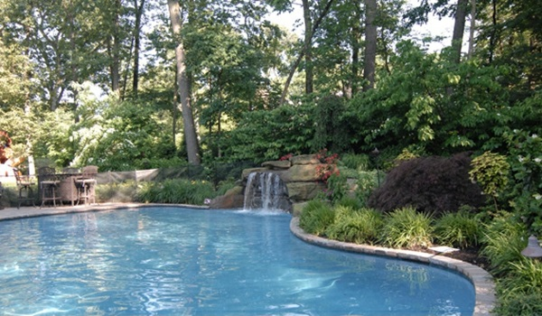 groß swimmingpool schwimmbecken gartenpool wasserfall