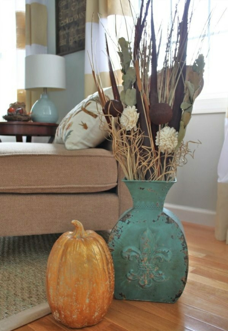 herbstdeko ideen kürbis herbstblumen vintage vase