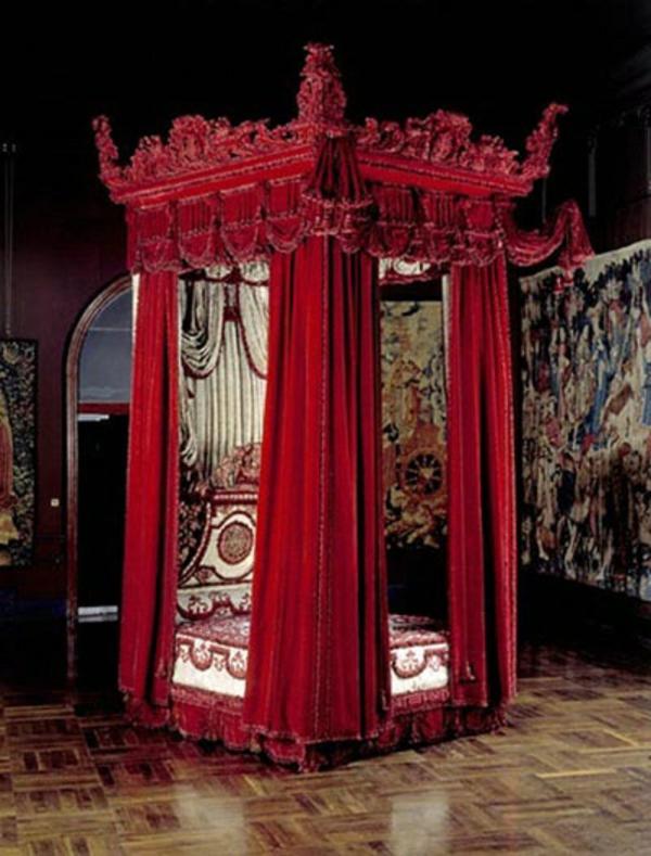 himmelbett schlafzimmer designideen rot wandart