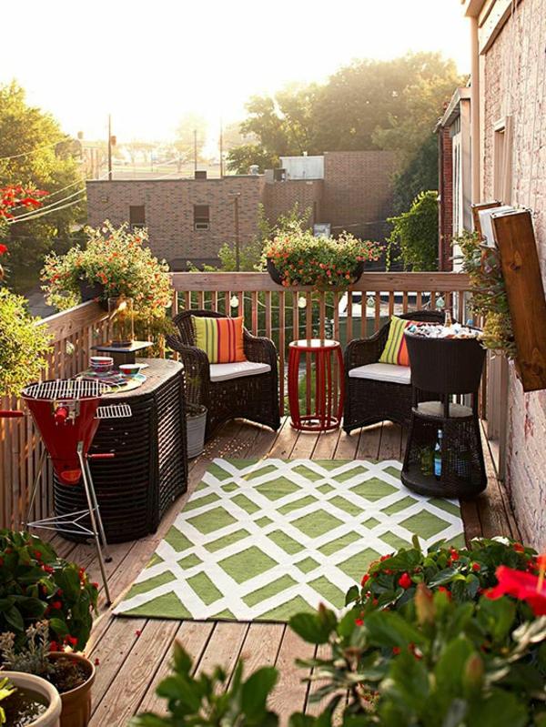 hocker teppich klein balkon veranda pflanzgefäße Bunte Gartendeko selber machen