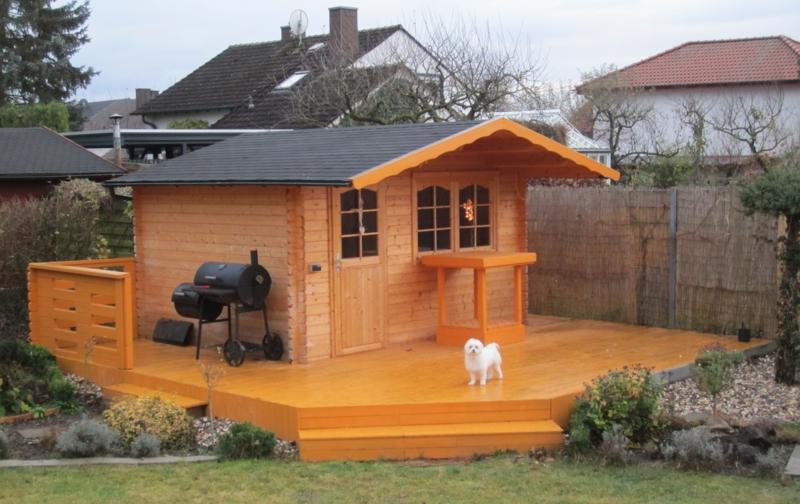 mit einem holz gartenhaus wird es romantisch. Black Bedroom Furniture Sets. Home Design Ideas