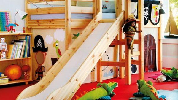 ideen für außergewöhnliche betten kinderzimmer holzbett rutsche
