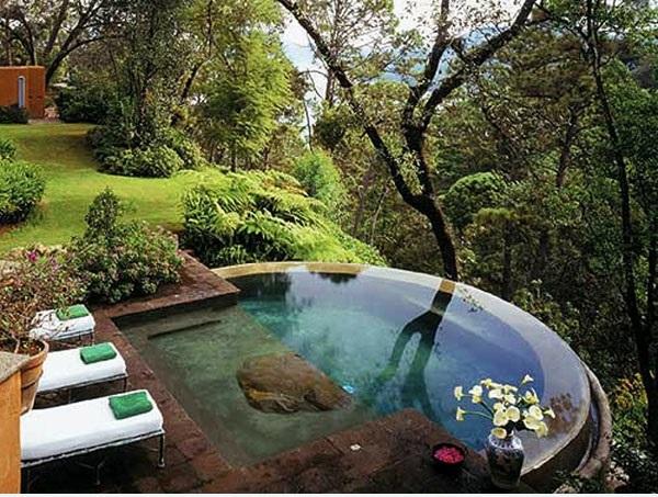 Swimmingpool im garten landschaftsideen f r schwimmb der for Kleine gartenpools