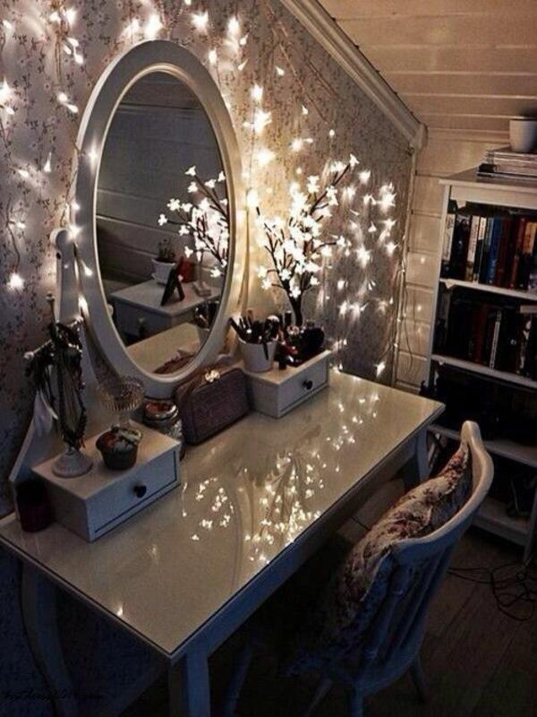 jugendzimmer mit dachschräge schminktisch beleuchtung