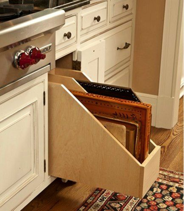 küche schubladeneinteilung praktische einrichtung schneidbretter