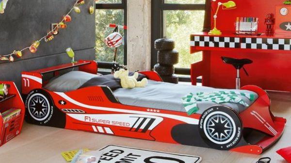 kinderzimmer ideen kinderbetten roter sportwagen