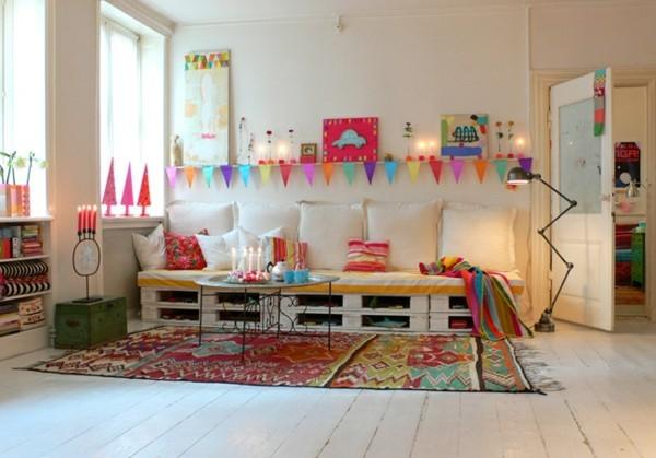 kinderzimmer ideen palettensofa weisse kissen und bunte polsterung
