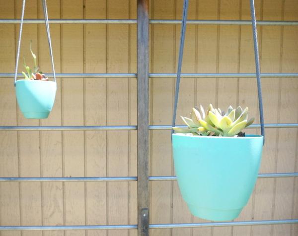 kraetive gartenideen zum selbermachen pflanzgefäße aufhängen