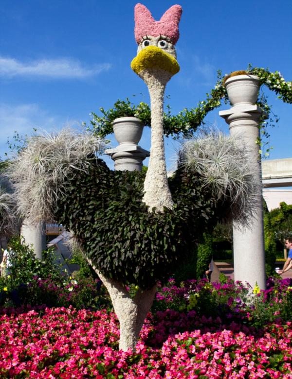 Gartenmobel Rattan Runder Tisch : Gartenskulpturen von Comicfiguren und kunstvolle Landschaftsbau