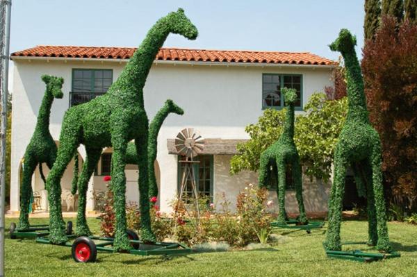 landschaft gartenskulpturen von comicfiguren tiere