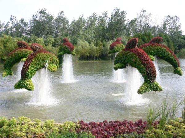landschaft gartenskulpturen von comicfiguren  wasseranlage