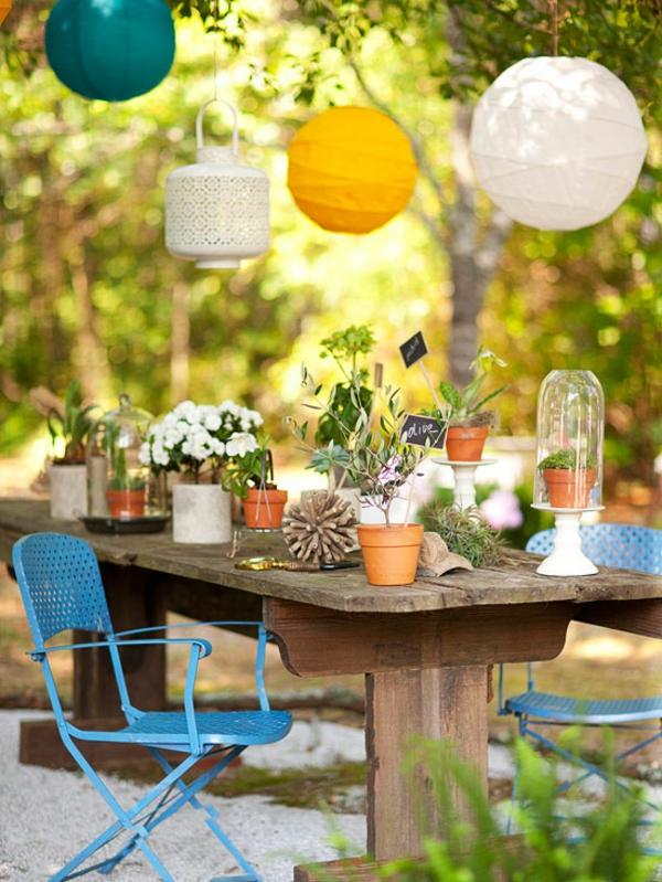 laterinen Bunte Gartendeko selber machen blau metall stühle weiß gelb