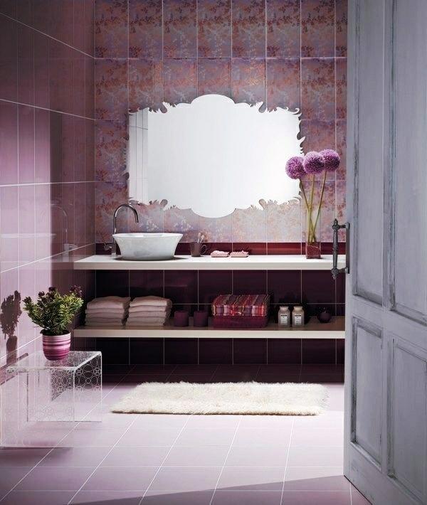 lila badezimmer designideen modern freistehende spüle dekoration tücher