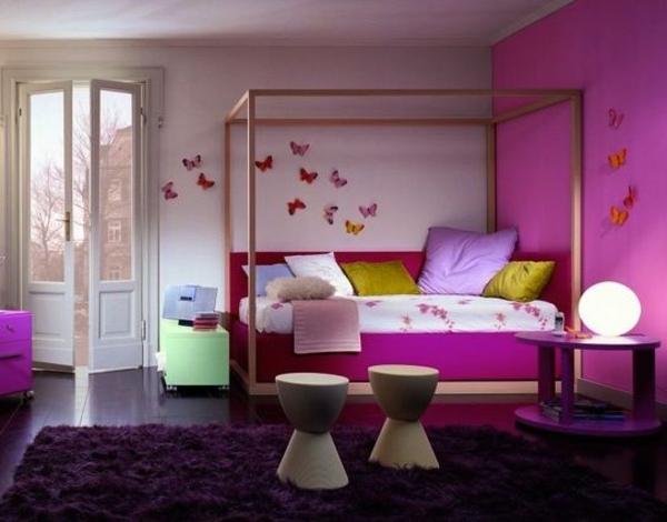 lila zimmer einrichtungsideen himmelbett dekorative schmetterlinge