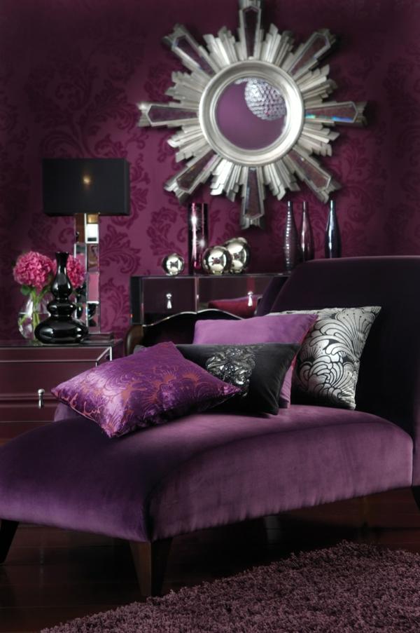 luxus lila zimmer design ideen sessel dekokissen spiegel