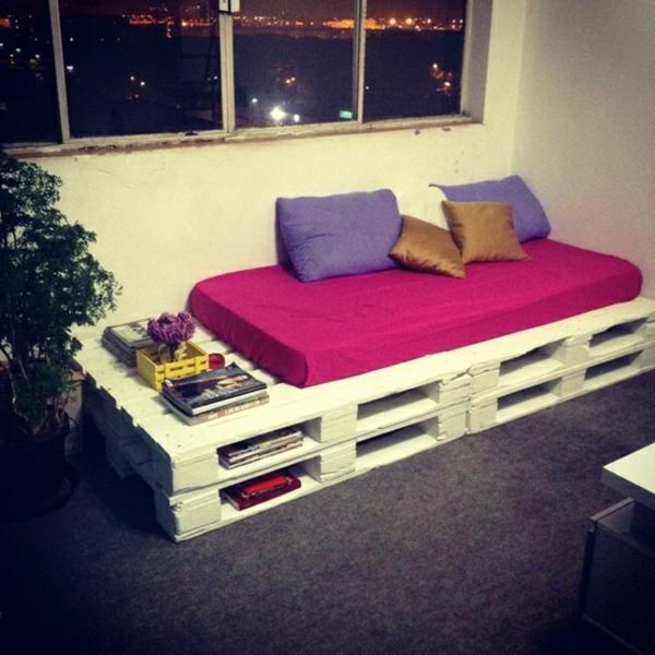möbel holzpaletten selber basteln sofa ruhebett auflage kissen