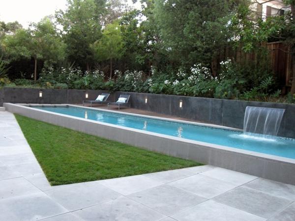 landschaft schwimmbecken pool im garten wasserfall