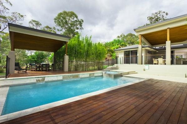 modern pool dach landschaft holz bodenbelag