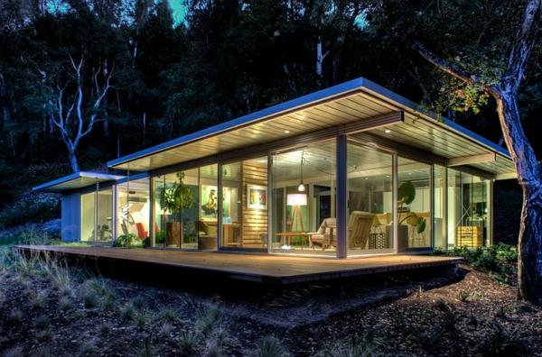 moderne architektur glaswände naturlook standleuchten wohnzimmer landhaus