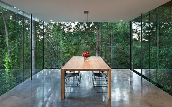 moderne esszimmer möbel holztisch stühle glaswände minimalistisch