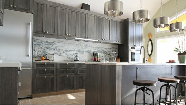 Küche Grau Holz | 15 Moderne Graue Kuchenschranke In Warmen Nuancen