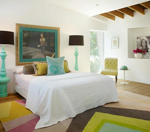 moderne schlafzimmer möbel farbgestaltung pastelfarben stehlampen standleuchten
