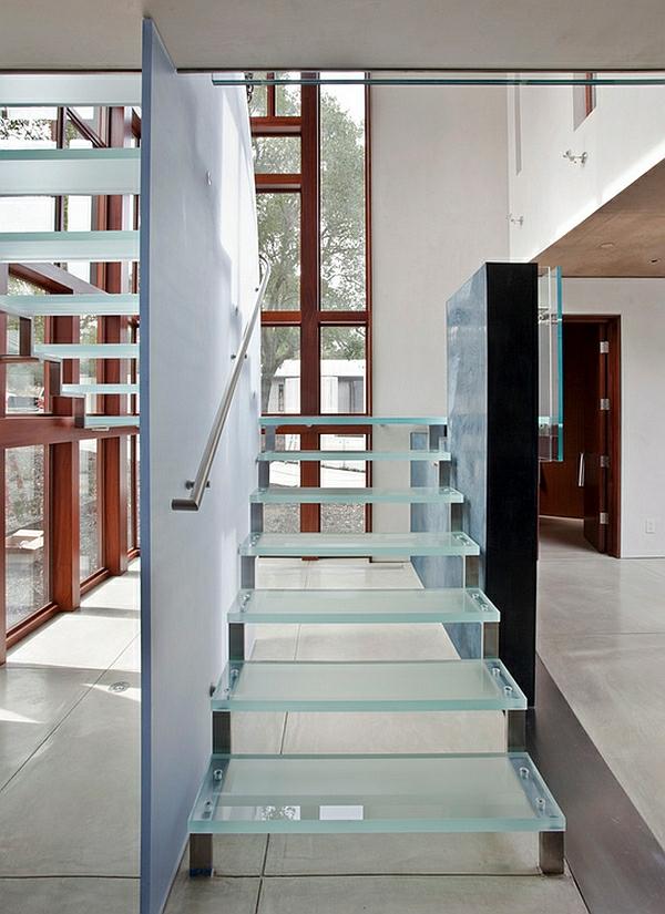 moderne schwebende treppe aus glas korridor