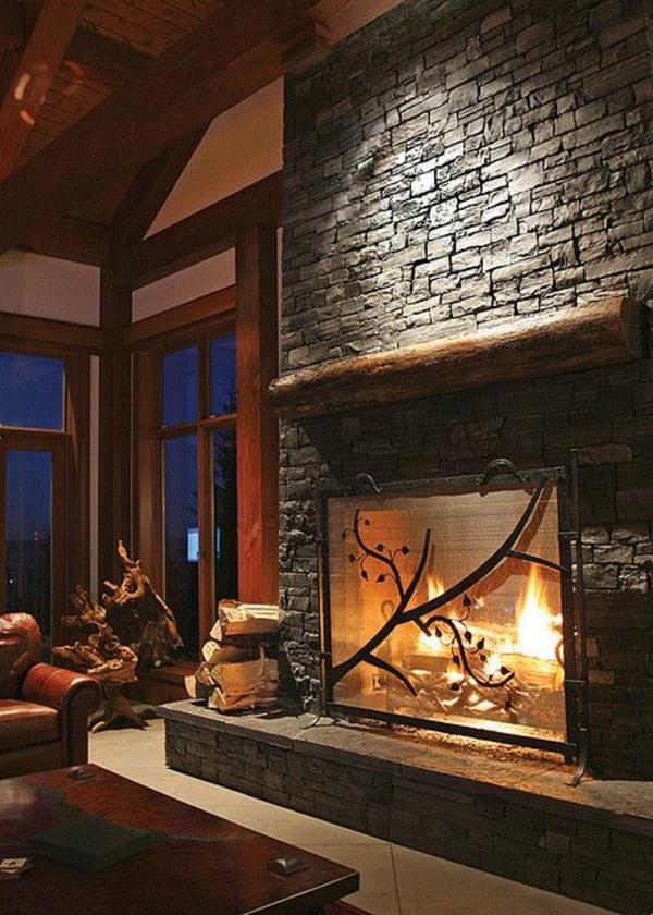 wohnzimmer design feuerstelle mit dekoration dunkle farben
