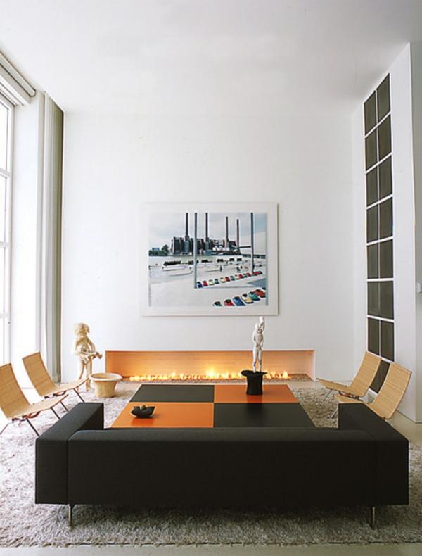 modernes wohnzimmer design feuerstelle schwarzes sofa stühle