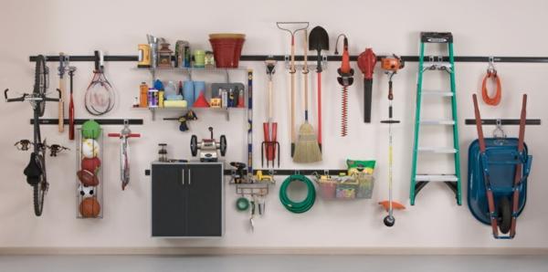 ordnung in der garage regalsysteme offene wandregale gartenutensilien aufbewahren