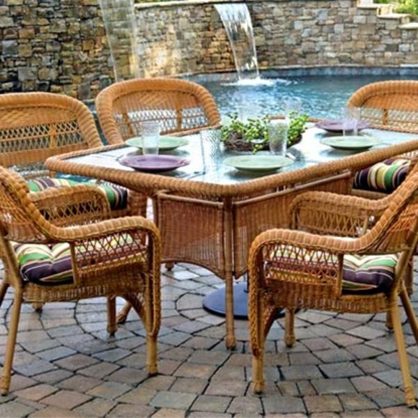 outdoor möbel gastronomie esstisch stühle rattan steinpflaster