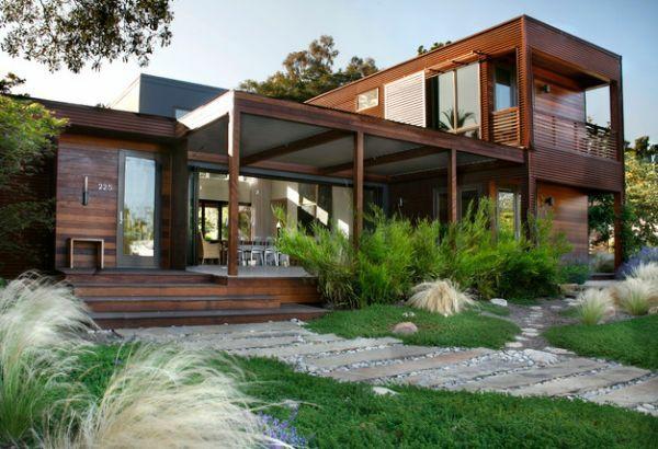 patio design vorgartengestaltung modern holzhaus grasflächen steinplatten