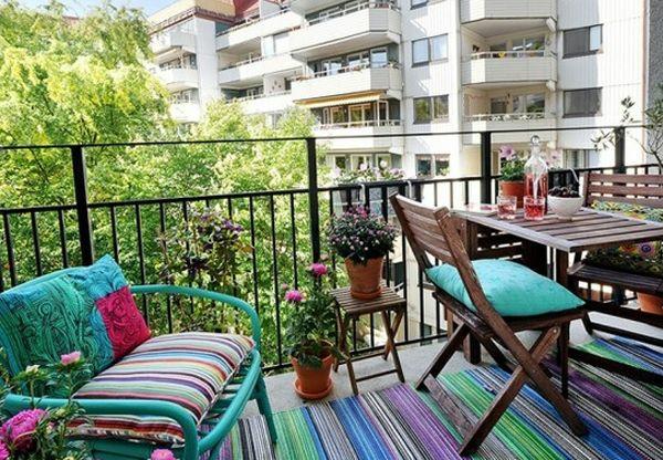 patio designideen farbig pflanzen terrassenteppich dekokissen