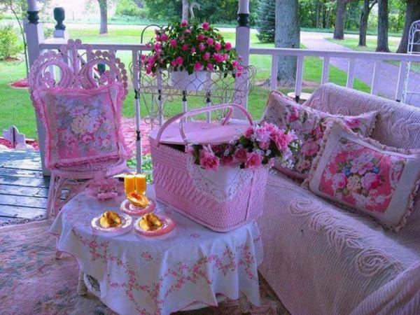patio designideen farbig rosa inspiration pflanzen terrassenteppich