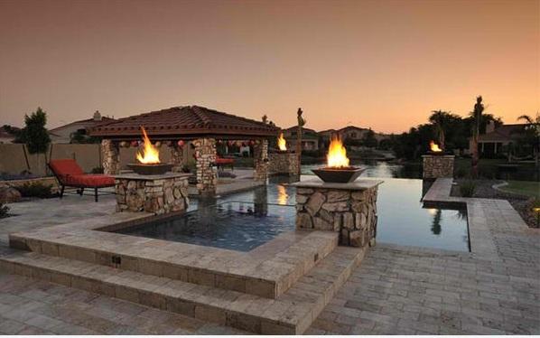 patio garten pool und feuserstelle steinpflaster