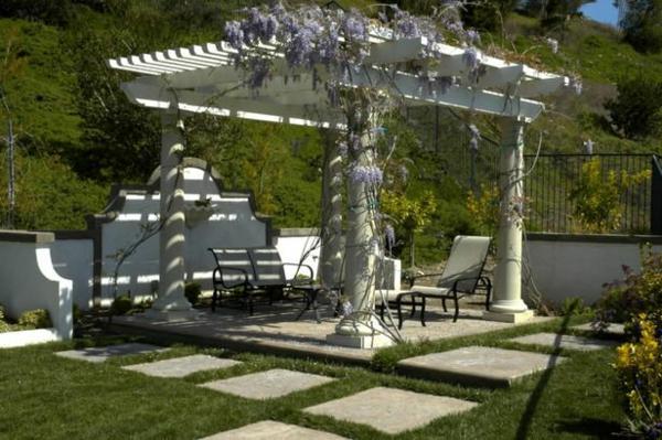 patio gartengestaltung ideen pergola weiß