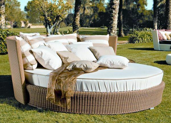 patio outdoor rattanmöbel lounge bett relaxen