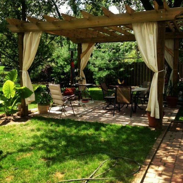 pergola selber bauen gartengestaltung ideen tische stühle gras