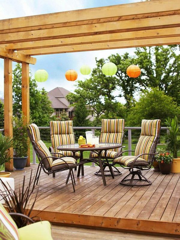 Pergola Selbst Bauen Ideen Farbige Pendelleuchten Gartenmöbel