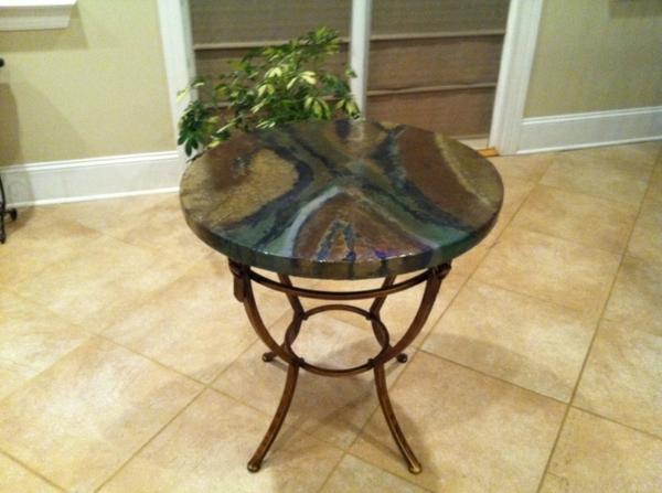 schönes design couchtisch metall basis steinoberfläche