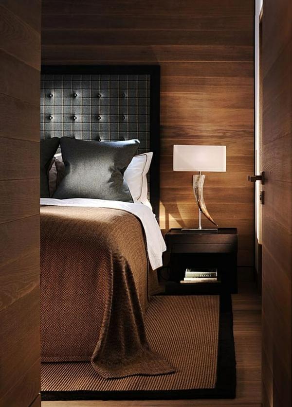 schlafzimmer designideen wandfarbe in brauntne lederbett
