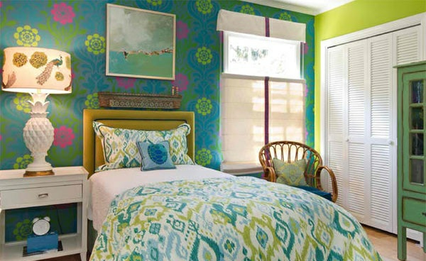 schlafzimmer farben ideen blau grün wabdgestaltung gemusterte wandtapete