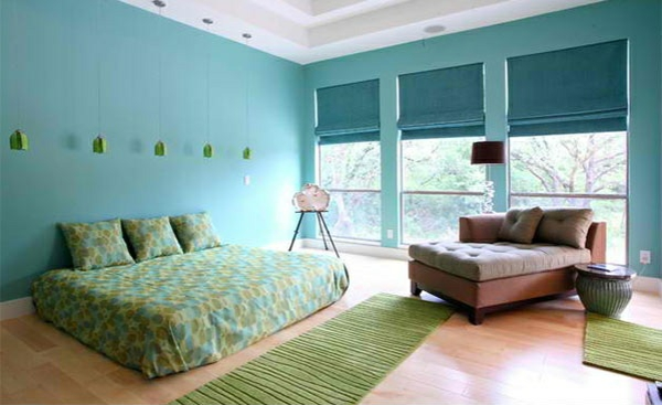 schlafzimmer farben ideen wandfarbe blau bettwäsche läufer grün