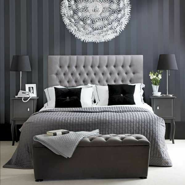 schlafzimmer farbideen grau weiß schwarz bett kronleuchter