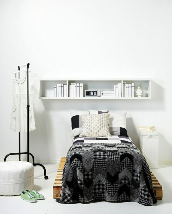schlafzimmer möbel selber machen eropaletten bett wandregal kleiderständer