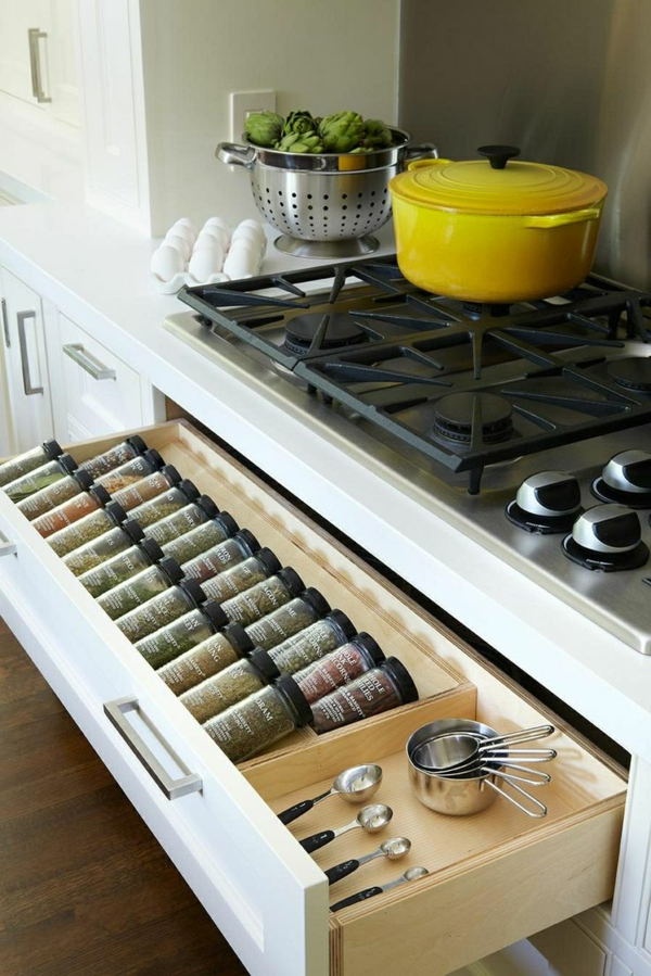 Schubladeneinteilung küche praktische ideen für gewürze besteck